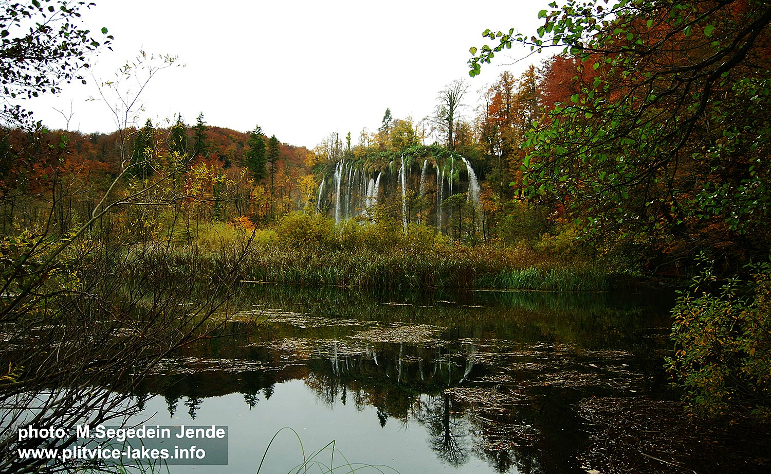 Veliki Prstavac Waterfall in the Autumn - Plitvice National Park